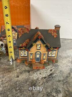 DEPT 56 PEANUTS Halloween House Trick Or Treat Gift Set Snoopy Great Pumpkkn NEW