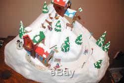 MR CHRISTMAS STYLE HOLIDAY WINTER SKI LODGE Moving Skiers/Lights Music Box MIB