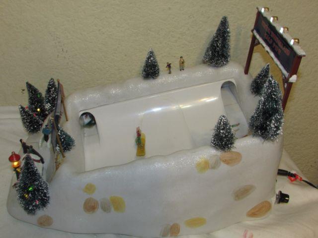 Mr. Christmas Winter Wonderland Animated Half Pipe Works