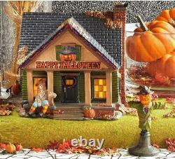 NEW Retired Dept 56, THE SCARECROW HOUSE Trick Or Treat Lane Halloween Village
