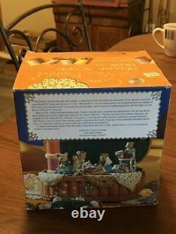 RARE Enesco Come All We Faithful Moving Mice Nativity Sewing Basket Music Box