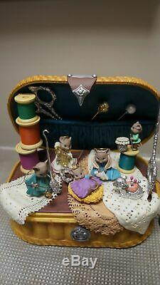 RARE Enesco Come All Wee Faithful Nativity Moving Mice Sewing Basket Music Box
