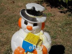 VINTAGE Christmas LIGHTED BLOW MOLD 32 SNOWMAN HOLDING BROOM