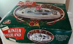 Vtg Mr Christmas Winter Wonderland Pond Rowboats