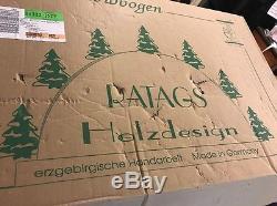 Wooden Lit Erzebirgische Handarbelt RATAGS Holzdesign Christmas Scene Germany